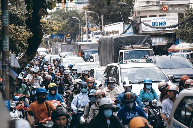 Đường CMT8 (quận 3) ùn tắc thường xuyên và kéo dài hàng giờ.