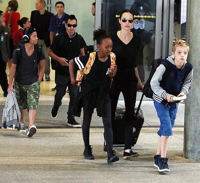 Đại gia đình thường xuyên di chuyển và bị bắt gặp ở sân bay.