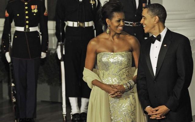 Trang phục trong bữa quốc yến đầu tiên của bà Michelle Obama vào tháng 11-2009 tiếp đón lãnh đạo Ấn Độ - Ảnh: AFP