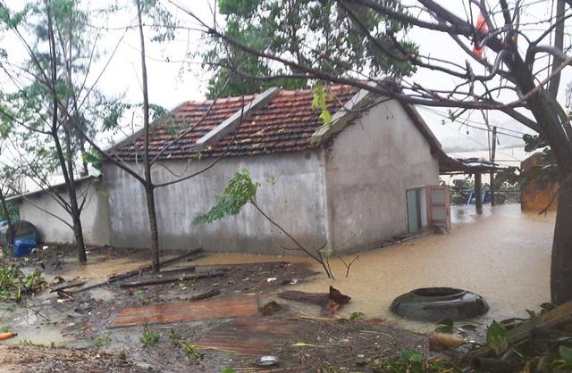 Ngập lụt đang diễn ra tại khắp các tỉnh miền Trung