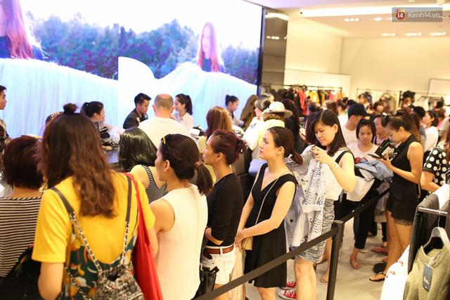 Quản lý Zara Việt Nam bất ngờ vì lượng khách đông ngoài sức tưởng tượng - Ảnh 4.