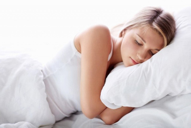 Tư thế và trang phục lúc ngủ cũng quyết định chất lượng giấc ngủ của bạn. (Ảnh minh họa).