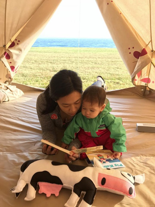 Cả gia đình thường xuyên ra ngoài cắm trại, đi chơi và mong muốn Max được trải nghiệm thật nhiều.