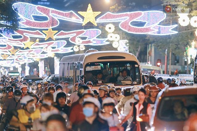 Trước đây, những ngả đường ở trung tâm Sài Gòn như Lê Duẩn, Phạm Ngọc Thạch... rất ít khi xảy ra ùn tắc cả buổi tối như thế này.