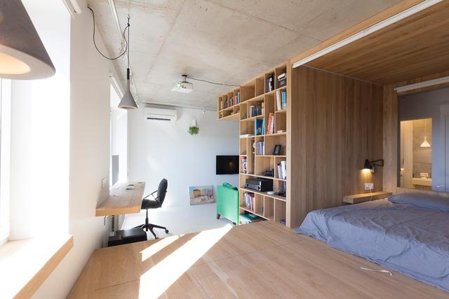 Việc lựa chọn cũng như bố trí nội thất cho một không gian nhỏ hẹp là cả một vấn đề đối với bất kỳ ai. Chủ ngôi nhà này đã biết cách làm thoáng không gian của mình bằng những món đồ nội thất đơn giản, nhỏ gọn và tiện dụng.