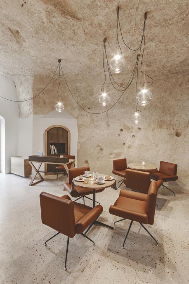 Toàn bộ nội thất đều theo phong cách tối giản, hiện đại.