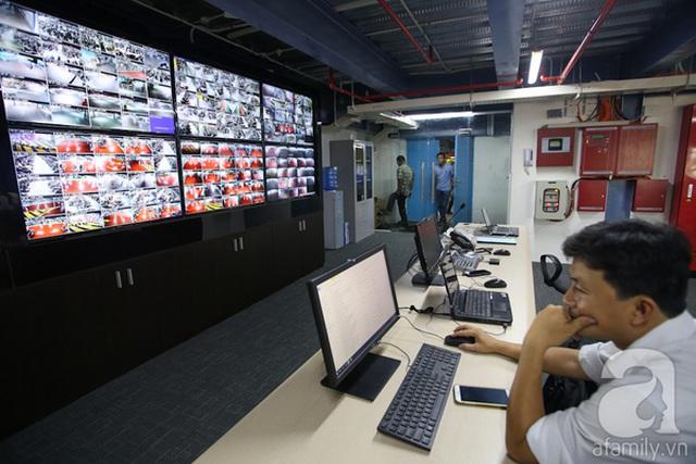 Khu quản lý giám sát hoạt động của nhà xe hoạt động 24/24 với 280 camera được bố trí khắp nhà xe.