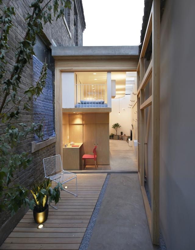 Chỉ cần thoáng nhìn qua cũng thấy rõ ngôi nhà nhỏ thoáng sáng và có kiến trúc vô cùng lạ mắt.