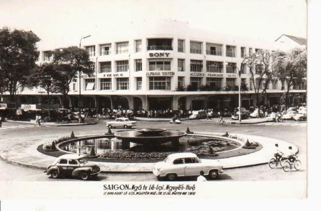 Đầu thập niên 60 của thế kỷ XX, tòa nhà GMC được Hội Mậu dịch đổi tên thành Thương xá Tax, mặt bằng được chia nhỏ và cho các tiểu thương thuê buôn bán.