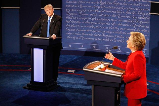 Ông Trump cáo buộc truyền thông và chiến dịch tranh cử của bà Clinton cố tình bôi nhọ mình.