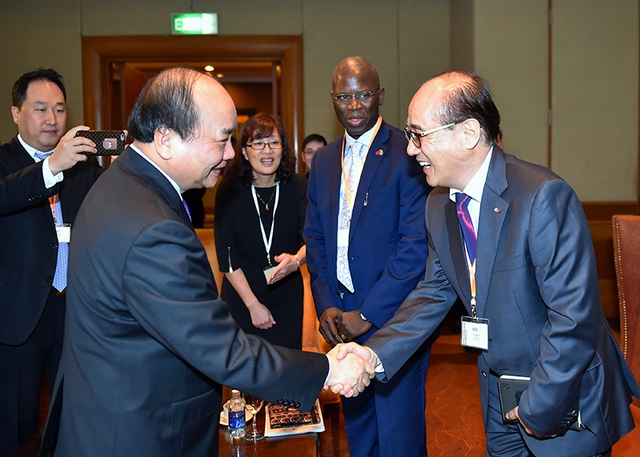 Thủ tướng gặp gỡ các đại biểu tại diễn đàn VBF