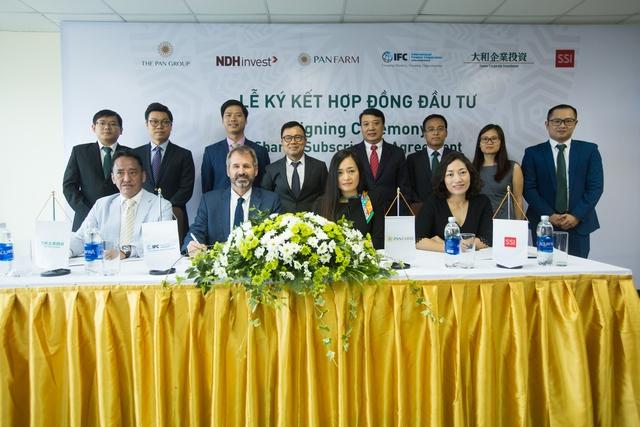 Lễ ký kết hợp đồng đầu tư giữa PAN Farm và các đối tác trong và ngoài nước.