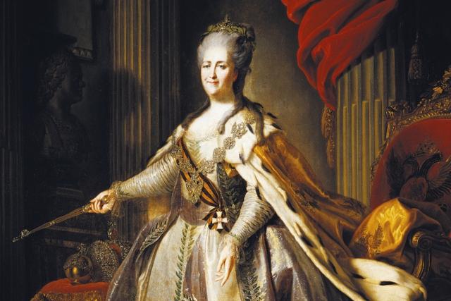 Catherine Đại Đế sinh năm 1729, mất năm 1796 tại Nga. Bà nổi danh không chỉ vì quyền lực trên chính trường mà còn về tài sản khổng lồ, có thể tương đương 1,5 nghìn tỷ USD. Thời điểm đó, cách Catherine Đại Đế điều hành nước Nga giúp bà kiểm soát khoảng 5% GDP toàn cầu. Bà cũng là Nữ hoàng nắm quyền lâu nhất ở Nga. Tài sản của bà tương đương 5,6% GDP toàn cầu.