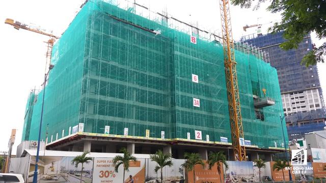 Dự án của Phát Đạt đang xây dựng đến tầng 8, tiến độ này so với tiến độ của Chủ đầu tư nhanh hơn khoảng 2 tháng.