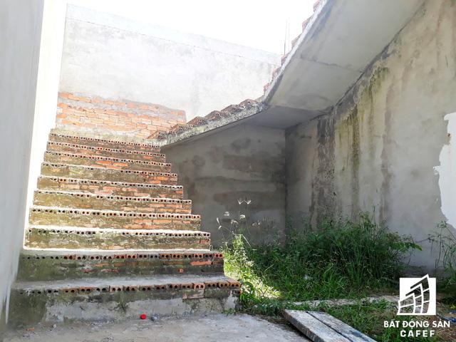 Một số hạng mục được xây dựng rồi ngưng lại trong suốt thời gian dài.