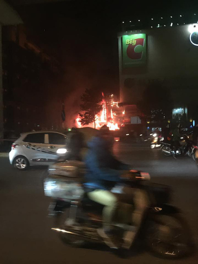 Mặc dù cháy rất lớn nhưng theo phản ánh của những hộ dân ở đấy chuông báo cháy bị ngắt không vận hành (Ảnh cư dân cung cấp).