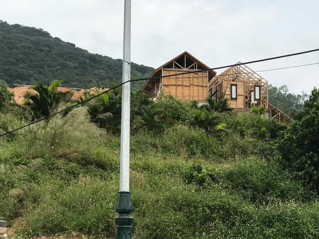 Những ngôi biệt thự đang được xây dựng dang dở