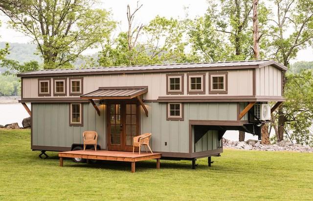 Trước cửa còn có một khoảng hiên nhỏ làm nơi nghỉ ngơi, thư giãn và ngắm cảnh tuyệt đẹp cho chủ nhà.