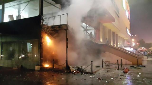 Theo những cư dân sống ở đấy đá cháy bùng phát từ quán trà sữa ở tầng 1 tòa C (Ảnh cư dân cung cấp).