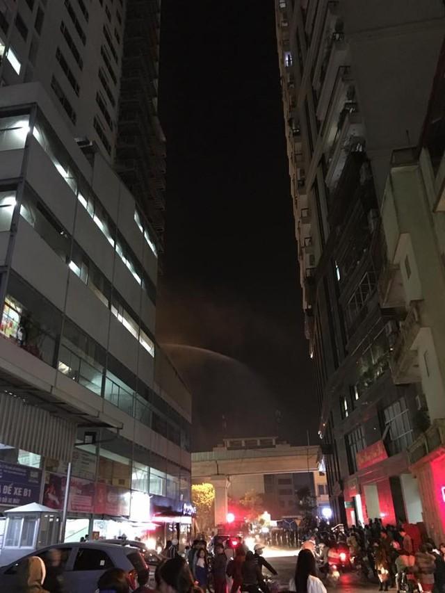 Một khi sau cảnh sát PCCC đến để dập đám cháy (Ảnh cư dân cung cấp).