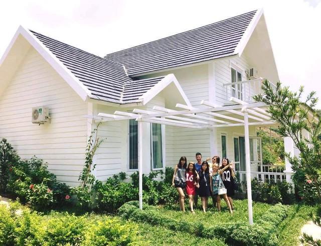 Nhiều gia đình ở Thủ đô tìm nơi chưa gian nghỉ ngơi cuối tuần tại những căn biệt thự vùng Lương Sơn (Hòa Bình) cách trung tâm chừng 45km.