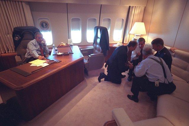 Cuộc họp ngắn trên Phòng Bầu dục trên không.