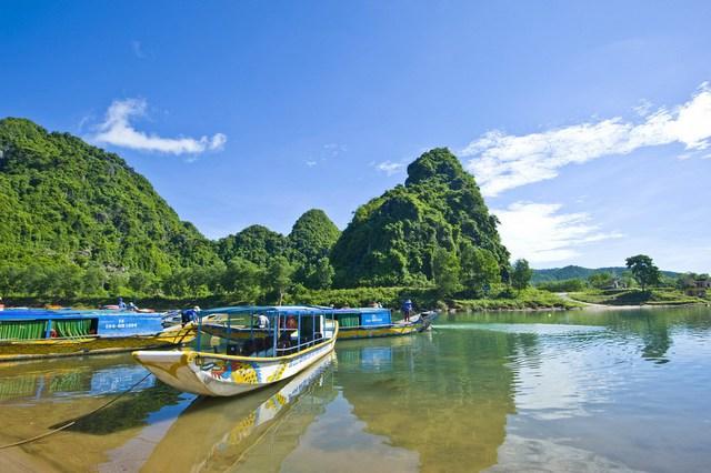 Tờ The New York Times (Mỹ) bình chọn Quảng Bình là điểm đến hấp dẫn xếp ở vị trí thứ 8 trên 52 của thế giới và đứng thứ nhất trên 12 điểm đến trong khu vực châu Á.