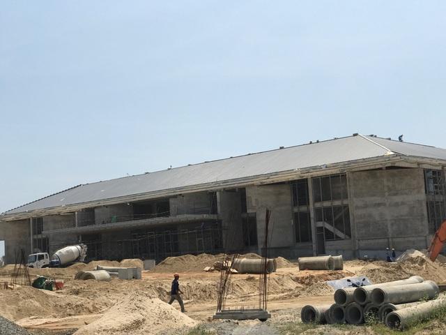 Tại công trình Trung tâm Hội nghị và Triển lãm quốc tế Ariyana dự kiến tổ chức Hội nghị thượng đỉnh doanh nghiệp (qui mô 3 tầng, diện tích sàn xây dựng 10.600 m2) hiện đang bước vào giai đoạn hoàn thiện.