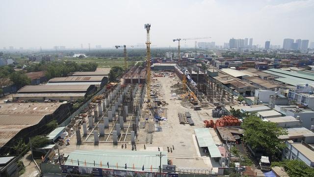 Nhiều dự án cao tầng tại khu Đông đang được xây dựng. Đây là nguồn cung tương lai khá lớn cho thị trường khu vực này.