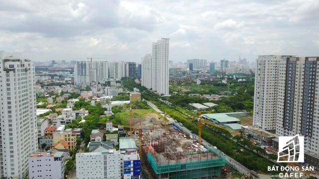 Tại đó, hai dự n1 gồm 6 block cao tầng của Hoàng Anh Gia Lai đang có số lượng căn hộ cao tầng nhiều nhất. Bên cạnh đó nhiều dự án khác đang ồ ạt xây dựng đẩy nhanh công đoạn.