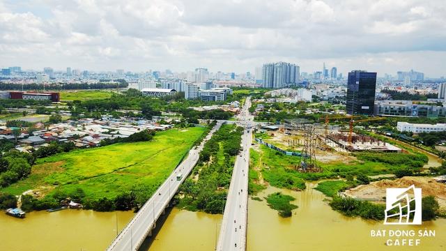Hệ thống hạ tầng giao thông đang được tăng tốc đầu tư nối quận 7 với các quận trung tâm thành phố và các khu vực phía Nam: Cần Giờ, Nhà Bè