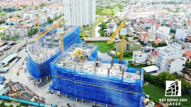 Ồ ạt xây dựng dự án cao tầng trên cung một vài con phố chỉ dao động 500m. Tại đó đang có một vài dự án của Novaland, Quốc Cường Gia Lai, Hưng Thịnh Land và sắp tới là khu thành thị của PT và Đức Khải - đối diện dự án The Sunrise City.