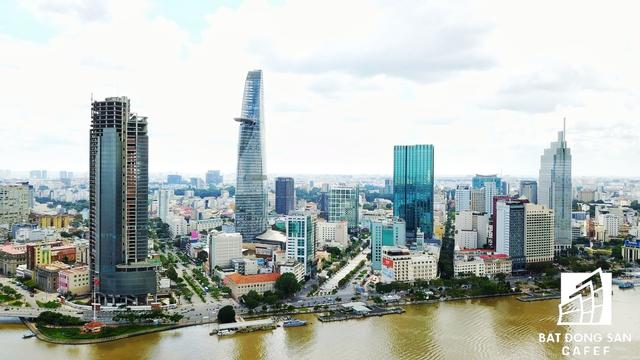 Hai con 1 vài con phố đang có giá nhà tăng rất mạnh là Nguyễn Huệ, Hàm Nghi và Đồng Khởi. Trong đấy, TP.HCM đang muốn biến tuyến 1 vài con phố Hàm Nghi (bên trái) - nối từ vòng xoay chợ Bến Thành đến Bến Bạch Đằng - thành 1 trọng điểm tài chính mới.