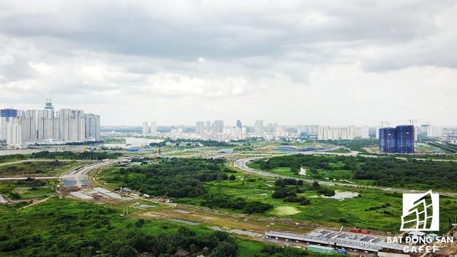 Đại lộ vòng cung, có tầm nhìn trực diện bao quát về cả quận 1, 4, 7 và Bình Thạnh nhìn từ hướng Thủ Thiêm