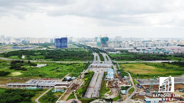 Nhiều tuyến đường lớn trong lòng khu đô thị mới Thủ Thiêm đang hoàn thiện những hạng múc cuối cùng