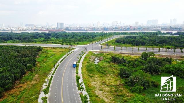 Theo ông Lê Hoàng Châu – Chủ tịch Hiệp hội bất động sản TPHCM (HoREA), trước nay, khu đô thị Phú Mỹ Hưng được xem là biểu tượng phát triển của TPHCM từ 1 khu đầm lầy, trở thành khu trọng điểm sầm uất thì trong tương lai Khu đô thị Thủ Thiêm sẽ có 1 bề ngoài mới và tân tiến hơn rất nhiều.
