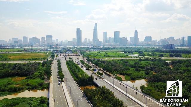 Đường Mai Chí Họ hướng về Hầm Sông Sài Gòn - kết nối thông suốt với trung tâm quận 1.