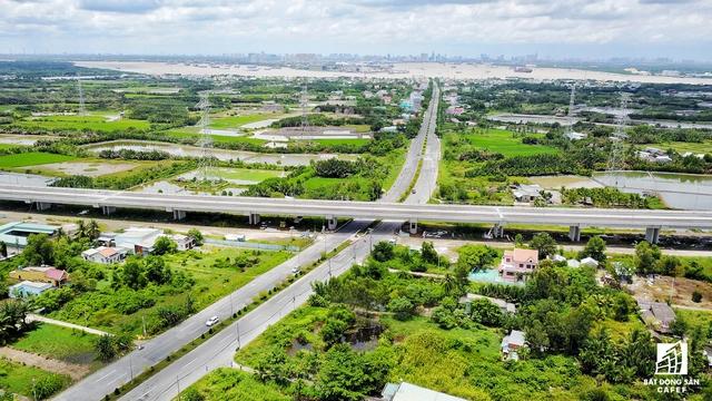 Để đưa Cần Giờ thành khu thành phố vệ tinh, nơi nghỉ dưỡng cao cấp, TP.HCM cũng đã có chọn lọc đầu tư nâng cấp, mở rộng tuyến 1 vài con phố Rừng Sát lên 10 làn xe.