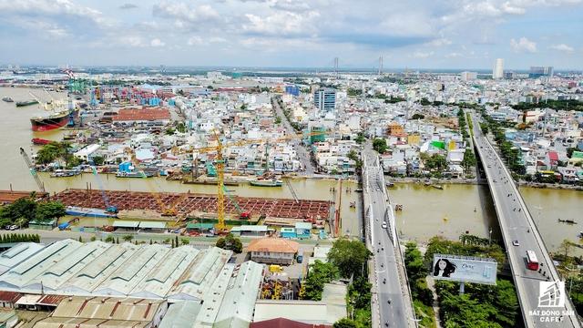 Khu vực trong năm 2018 dự kiến sẽ khởi công xây dựng dự án cầu Thủ Thiêm 3 và 4. Vị trí này cũng là điểm nóng về giao thông do xe tải thường xuyên ra vào cảng và khu chế xuất Tân Thuận.