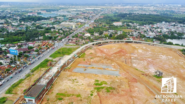 Mặt bằng thi công dự án Bến xe miền Đông mới đã được san lắp, hiện chủ đầu tư đang thi công hạng mục đường nội bộ