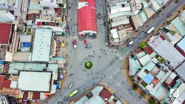 Nút giao qua các con phố Tô Ngọc Vân có vai trò khá quan trọng giúp kết nối giao thông có 3 tuyến các con phố lớn nhất đi qua quận Thủ Đức là tuyến metro số 1, Xa lộ Hà Nội và đại lộ Phạm Văn Đồng.