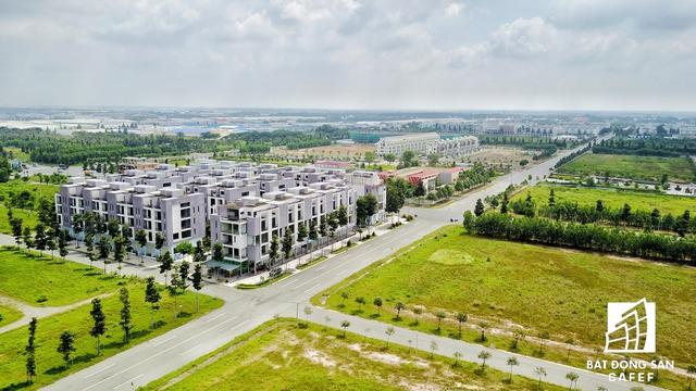 Khi cơn khủng hoảng thị trường bất động sản càn quét liên tiếp từ các năm 2008-2013, hàng loạt dự án nhà ở tại tỉnh này đều rơi vào tình trạng đóng băng mãi cho đến tận thời điểm hiện nay.