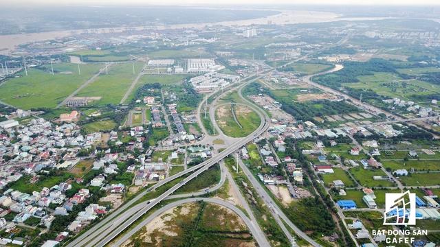 Khu vực quận 2 đang tập trung đầu tư xây dựng nhiều dự án giao thông lớn như đường Vành Đai, mở rộng các nút giao kết nối đồng bộ với tuyến cao tốc TP.HCM - Long Thành - Dầu Giây