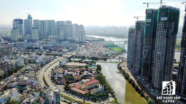 Trong tương lai, khu vực này còn có cầu Thủ Thiêm 2, Cầu đi bộ sông Sài Gòn nối từ khu đô thị Thủ Thiêm vào quận 1