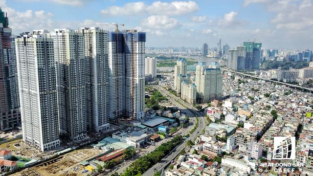 Điểm nhất quan trọng nhất của đường Nguyễn Hữu Cảnh là cụm dự án Vinhomes Central Park có tòa tháp Lanmark 81 cao nhất Việt Nam đang được xây dựng đến tầng 50