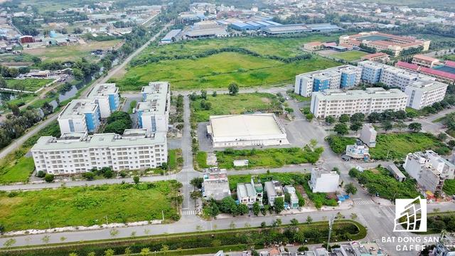 Đã nhiều năm rồi, người dân khu TĐC Vĩnh Lộc B trông chờ môi trường sống cải thiện, nhưng rồi thực tế vần không thay đổi.