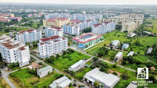 Trong lúc giải quyết nhà ở cho người thu nhập thấp đô thị hết sức bức xúc, hàng ngàn căn hộ bỏ hoang tại khu tái định cư Vĩnh Lộc B và nhiều khu tái định cư trên địa bàn TP là một thực tế rất khó chấp nhận.