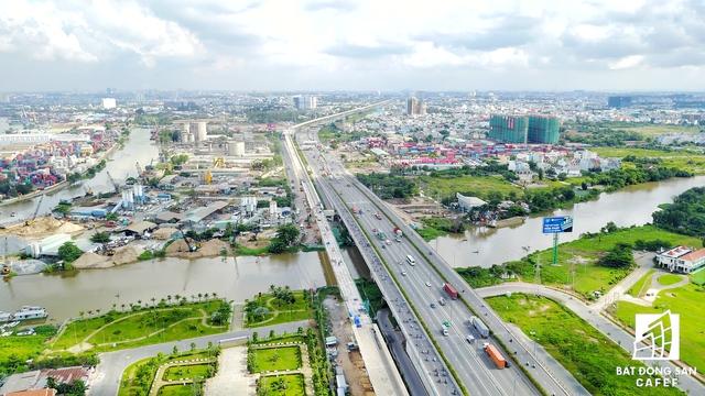 Khu Đông không chỉ có nhà ở cấp cao, tận dung lợi thế từ tuyến metro, Him Lam Land đã đẩy nhanh công đoạn xây dựng dự án căn hộ cao tầng vừa túi tiền Him Lam Phú An. Ngoài ga metro Rạch Chiếc, cạnh dự án này còn đang được xây dựng nhà ga số 9.