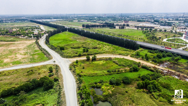Dự án tọa lạc ở 1 địa điểm đắc địa của tỉnh Long An, giao thông kết nối TP.HCM và những tỉnh Đồng bằng sông Cửu Long khá thuận lợi. Tuy nhiên, như lời bà Thỏ nói: Chúng tôi xui là làm dự án ngay khi cuộc khủng hoảng kinh tế kéo ập đến, dự án lâm vào nợ nần.