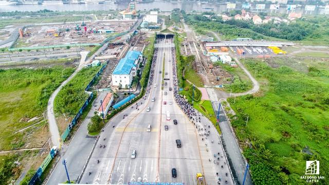 Sắp tới, thành phố sẽ làm 7 cây cầu. Trong đó, 3 cầu bắc qua sông Sài Gòn để nối khu trung tâm với khu đô thị mới Thủ Thiêm (quận 2) là: Thủ Thiêm 2 (nối từ quận 1), Thủ Thiêm 3 (nối từ quận 4) và Thủ Thiêm 4 (nối từ quận 7).